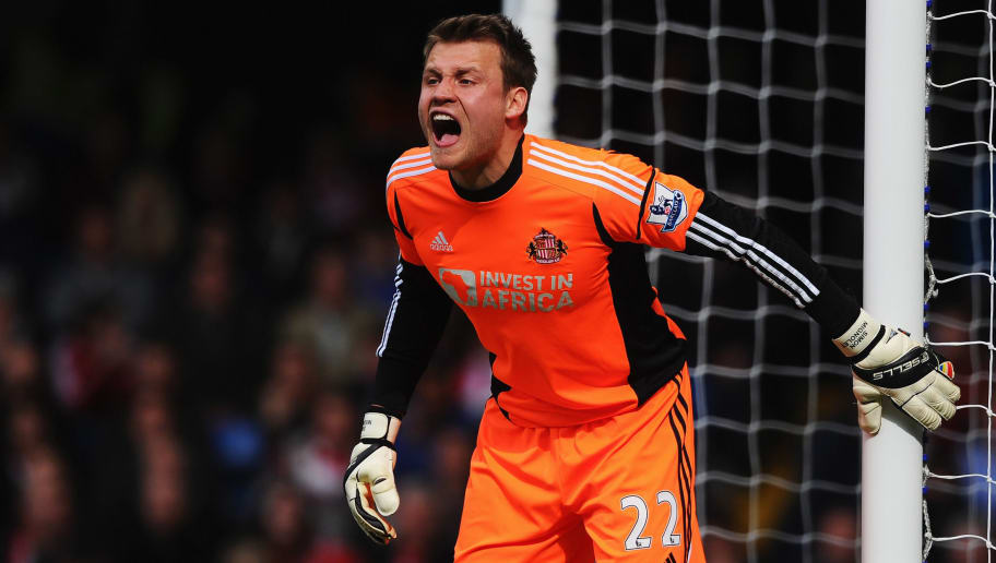 LONDON, ENGLAND - APRIL 07:  Goalkeeper Simon Mignolet of Sunderland gives instructions during the Barclays Premier League match between Chelsea and Sunderland at Stamford Bridge on April 7, 2013 in London, England.  (Photo by Mike Hewitt/Getty Images)