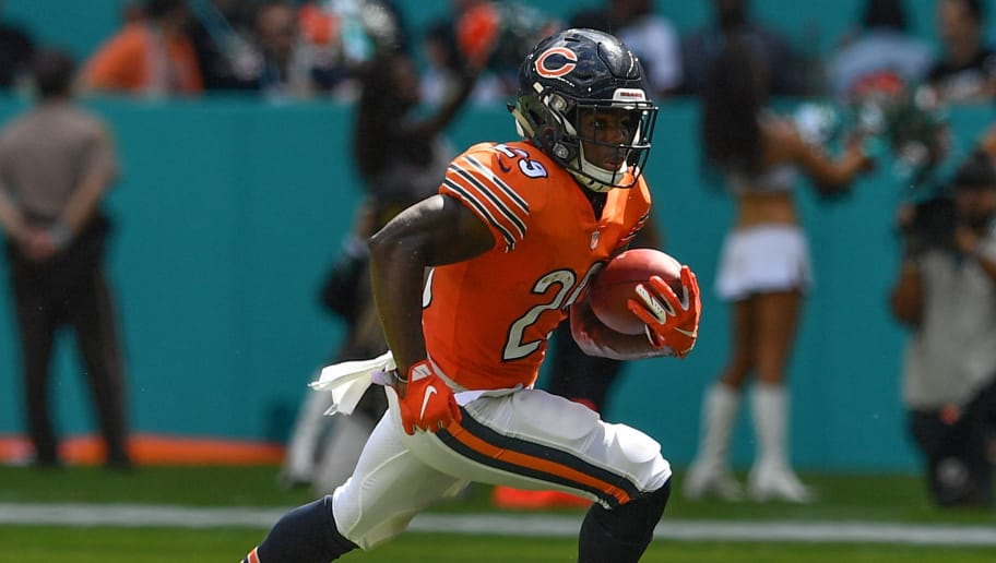 Jordan Howard and Tarik Cohen Fighting for Touches in Bears Crowded  Backfield c4b6985a4