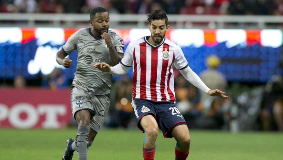GUADALAJARA, MEXICO - JANUARY 27: Rodolfo Pizarro of Chivas fights for the ball with Dorlan Pabon of Monterrey during the 4th round match between Chivas and Monterrey as part of the Torneo Clausura 2018 Liga MX at Akron Stadium on January 27, 2018 in Guadalajara, Mexico.  (Photo by Refugio Ruiz/Getty Images )