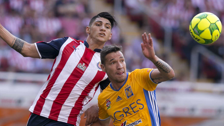 ZAPOPAN, MEXICO - MAY 28: Alan Pulido of Chivas fights for the ball with Jesús Dueñas of Tigres during the Final second leg match between Chivas and Tigres UANL as part of the Torneo Clausura 2017 Liga MX at Chivas Stadium on May 28, 2017 in Zapopan, Mexico. (Photo by Refugio Ruiz/LatinContent/Getty Images)