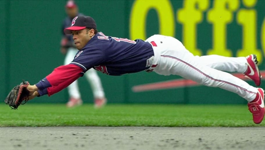 CLEVELAND, UNITED STATES:  Cleveland Indians' second baseman Roberto Alomar misses a diving catch attempt on a ball hit for a single by New York Yankees' left fielder Shane Spencer in the second inning  20 May 2000 at Jacobs Field in Cleveland, OH.  (ELECTRONIC IMAGE) AFP PHOTO/David MAXWELL (Photo credit should read DAVID MAXWELL/AFP/Getty Images)