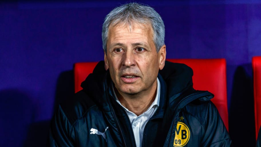 MADRID, SPAIN - NOVEMBER 06: head coach Lucien Favre of Borussia Dortmund looks on during the Group A match of the UEFA Champions League between Club Atletico de Madrid and Borussia Dortmund at Estadio Wanda Metropolitano on November 6, 2018 in Madrid, Spain. (Photo by TF-Images/Getty Images)