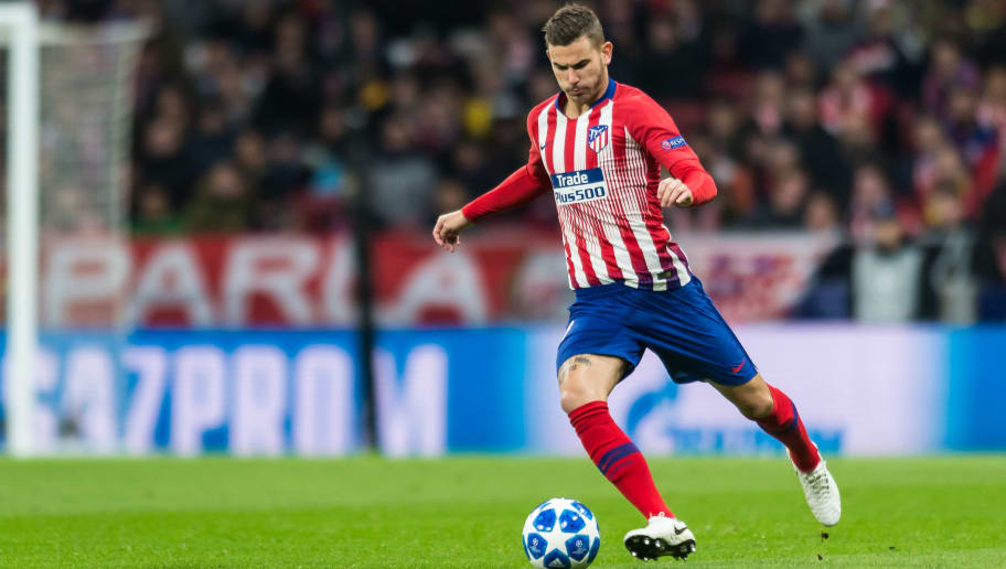 MADRID, SPAIN - NOVEMBER 06: Lucas Hernandez of Atletico de Madrid controls the ball during the Group A match of the UEFA Champions League between Club Atletico de Madrid and Borussia Dortmund at Estadio Wanda Metropolitano on November 6, 2018 in Madrid, Spain. (Photo by TF-Images/Getty Images)