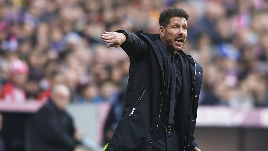MADRID, SPAIN - DECEMBER 08: Diego Pablo Simeone, Manager of Atletico de Madrid gives instructions during the La Liga match between  Club Atletico de Madrid and Deportivo Alaves at Wanda Metropolitano on December 08, 2018 in Madrid, Spain. (Photo by Quality Sport Images/Getty Images)
