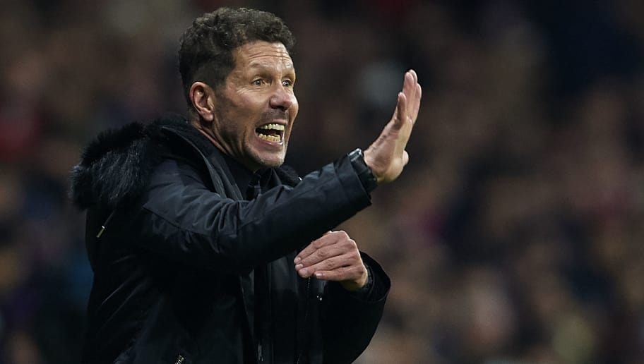 MADRID, SPAIN - NOVEMBER 24:  Diego Pablo Simeone, Manager of Atletico de Madrid gives instructions during the La Liga match between Club Atletico de Madrid and FC Barcelona at Wanda Metropolitano on November 24, 2018 in Madrid, Spain.  (Photo by Quality Sport Images/Getty Images)