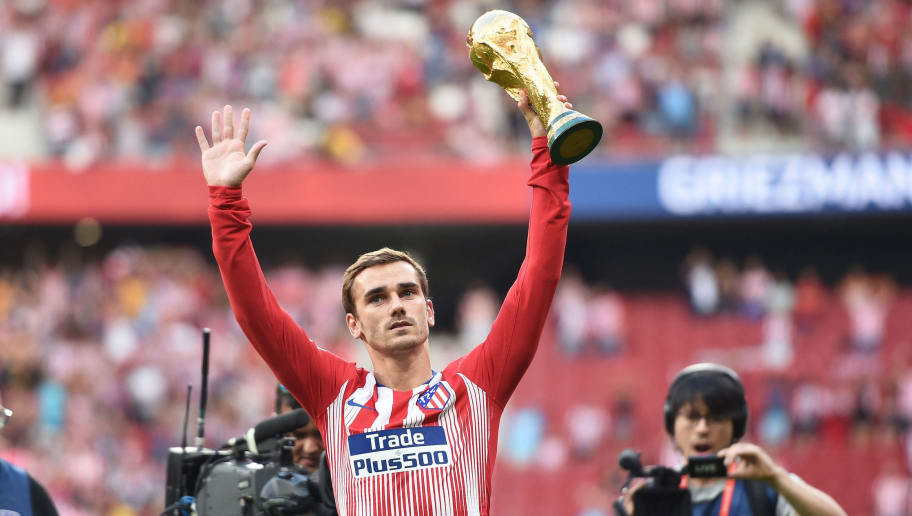 MADRID, SPAIN - AUGUST 25:  Antoine Greizmann of Club Atletico de Madrid holds up the FIFA World Cup trophy before the La Liga match between Club Atletico de Madrid and Rayo Vallecano de Madrid at Wanda Metropolitano on August 25, 2018 in Madrid, Spain. (Photo by Denis Doyle/Getty Images)