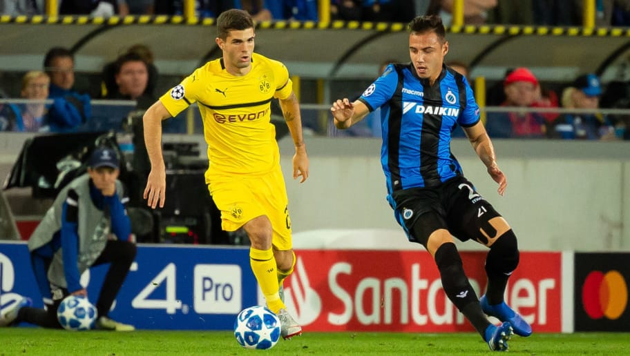 BRUGGE, BELGIUM - SEPTEMBER 18: Christian Pulisic of Borussia Dortmund and Dion Cools of Club Brugge battle for the ball during the UEFA Champions League Group A match between Club Brugge and Borussia Dortmund at Jan Breydel Stadium on September 18, 2018 in Brugge, Belgium. (Photo by TF-Images/Getty Images)