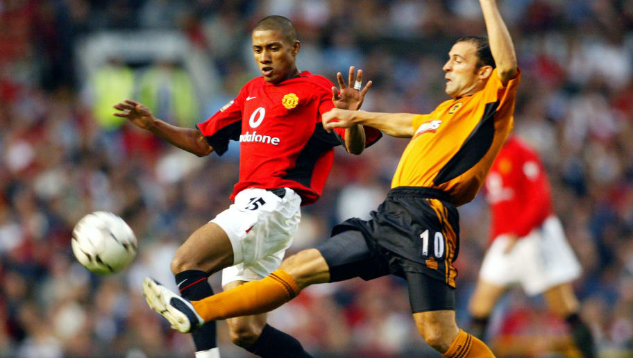 Colin Cameron of Wolverhampton Wanderers tackles Kleberson of Manchester United