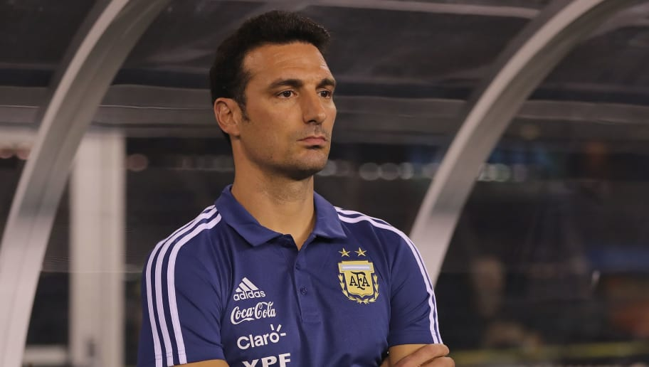 EAST RUTHERFORD, NJ - SEPTEMBER 11:  Head coach Lionel Scaloni of Argentina looks on from his bench before the match against Colombia at MetLife Stadium on September 11, 2018 in East Rutherford, New Jersey.  (Photo by Elsa/Getty Images)