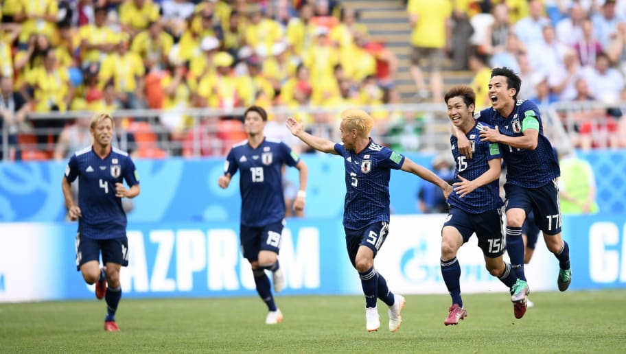 SARANSK, RUSSIA - JUNE 19:  Yuya Osako of Japan celebrates scoring the 2nd Japan goal to make it 2-1 with Yuto Nagatomo and Makoto Hasebe of Japan during the 2018 FIFA World Cup Russia group H match between Colombia and Japan at Mordovia Arena on June 19, 2018 in Saransk, Russia.  (Photo by Carl Court/Getty Images)