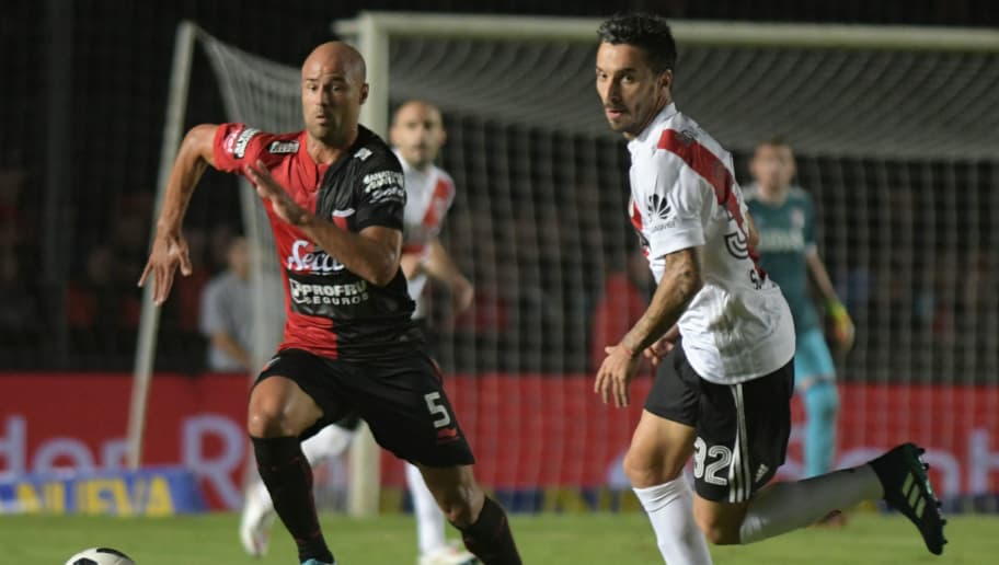 SANTA FE, ARGENTINA - MAY 07: Matias Fritzler of Colon vies for the ball with Ignacio Scocco of River Plate during a match between Colon and River Plate as part of Superliga at Brigadier General Estanislao Lopez Stadium on May 7, 2018 in Santa Fe, Argentina. (Photo by Jose Almeida/Getty Images)
