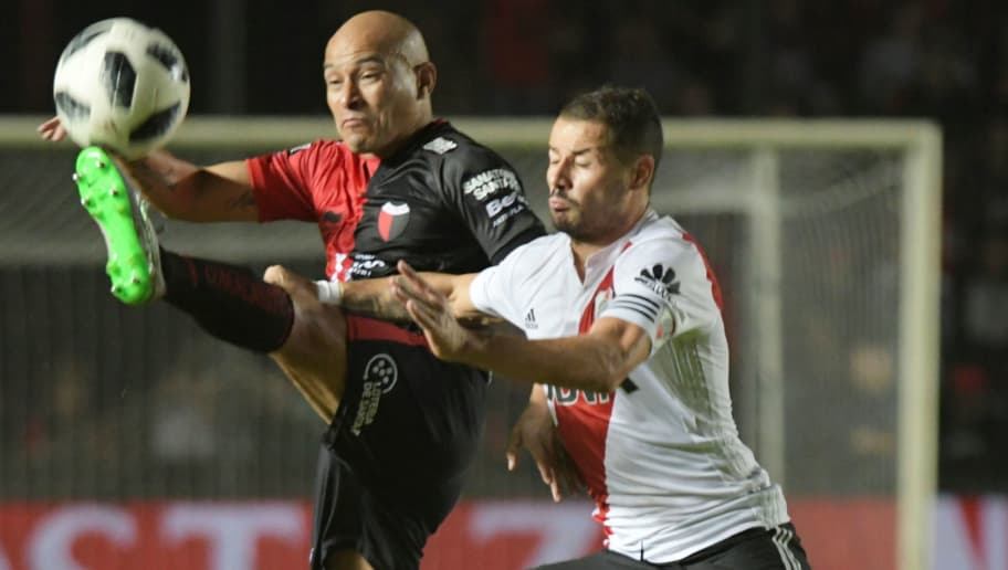 SANTA FE, ARGENTINA - MAY 07: Clemente Rodriguez of Colon fights for the ball with Rodrigo Mora of River Plate  during a match between Colon and River Plate as part of Superliga at Brigadier General Estanislao Lopez Stadium on May 7, 2018 in Santa Fe, Argentina. (Photo by Jose Almeida/Getty Images)