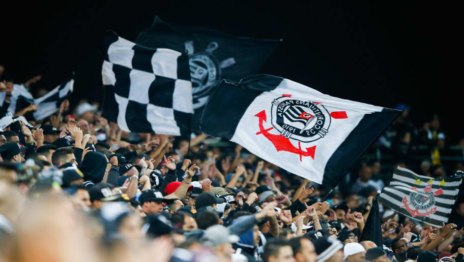 SAO PAULO, BRAZIL - JUNE 06: Fans of Corinthians cheer during the match against Santos for the Brasileirao Series A 2018 at Arena Corinthians Stadium on June 06, 2018 in Sao Paulo, Brazil. (Photo by Alexandre Schneider/Getty Images)