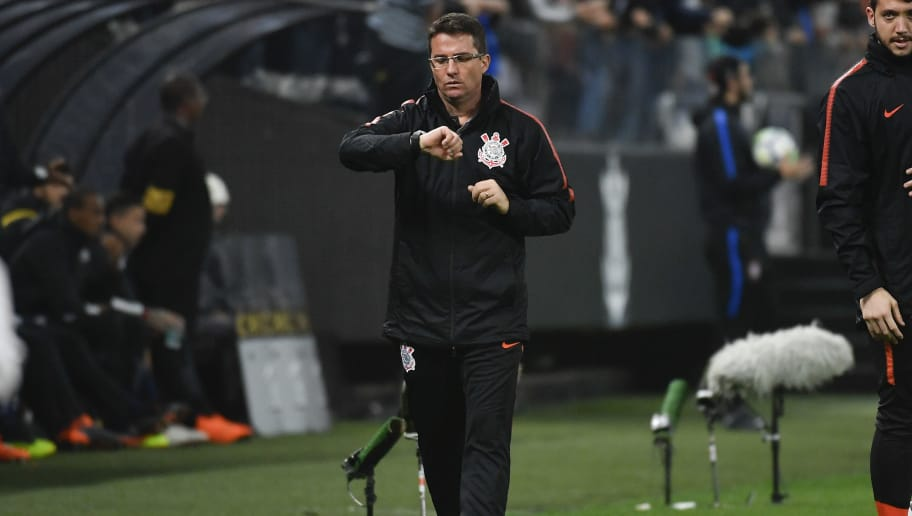SAO PAULO, BRAZIL - JUNE 6: Osmar Loss, coach of Corinthians, during the match against Santos as part of Brasileirao Series A 2018 at Arena Corinthians Stadium on June 6, 2018 in Sao Paulo, Brazil. (Photo by Marcelo Soubhia/Getty Images)