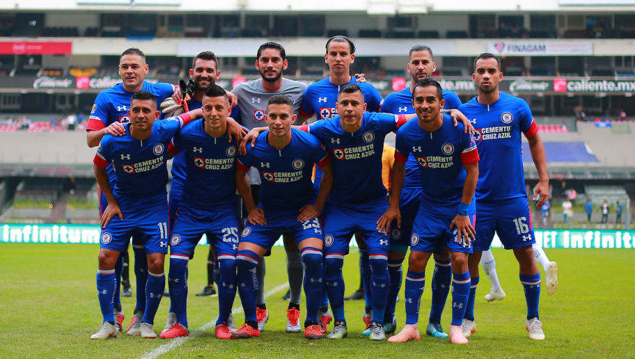MEXICO CITY, MEXICO - OCTOBER 06: Group photo of Cruz Azul prior the 12th rond match between Cruz Azul and Monterrey as part of the Torneo Apertura 2018 Liga MX at Azteca Stadium on October 6, 2018 in Mexico City, Mexico. (Photo by Manuel Velasquez/Getty Images)