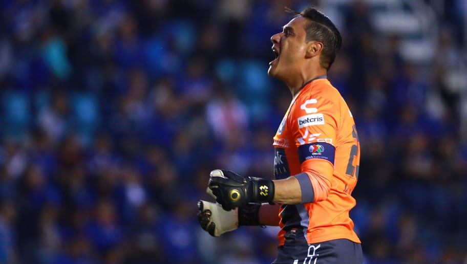 MEXICO CITY, MEXICO - FEBRUARY 17: Moises Munoz goalkeeper of Puebla celebrates after teammate Francisco Acuña scored the equalizer during the 8th round match between Cruz Azul and Puebla as part of the Torneo Clausura 2018 Liga MX at Azul Stadium on February 17, 2018 in Mexico City, Mexico. (Photo by Hector Vivas/Getty Images)