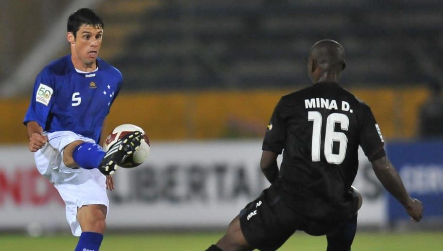 Cruzeiro's midfielder Fabricio (L) vies
