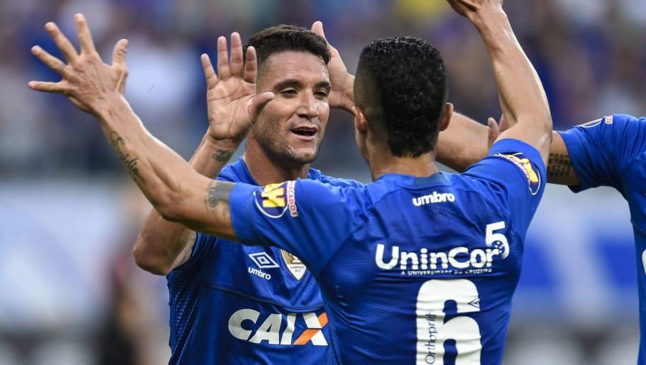 db8f56559555d Cruzeiro negocia e pode ter nova fornecedora de material esportivo por  valor milionário