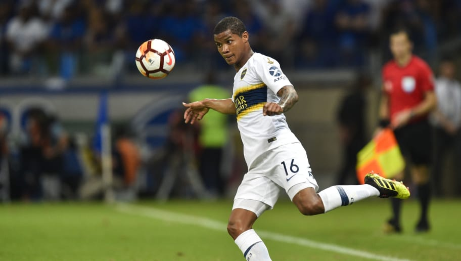 BELO HORIZONTE, BRAZIL - OCTOBER 4: Wilmar Barrios #16 of Boca Juniors looks at the ball during a match between Cruzeiro and Boca Juniors as part of Copa CONMEBOL Libertadores 2018 at Mineirao stadium on October 4, 2018 in Belo Horizonte, Brazil. (Photo by Pedro Vilela/Getty Images)