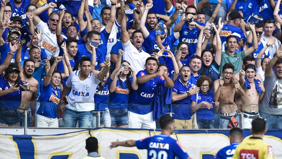 BELO HORIZONTE, BRAZIL - OCTOBER 1: Fans of Cruzeiro celebrates a scored goal against Corinthians during a match between Cruzeiro and Corinthians as part of Brasileirao Series A 2017 at Mineirao stadium on October 1, 2017 in Belo Horizonte, Brazil. (Photo by Pedro Vilela/Getty Images)