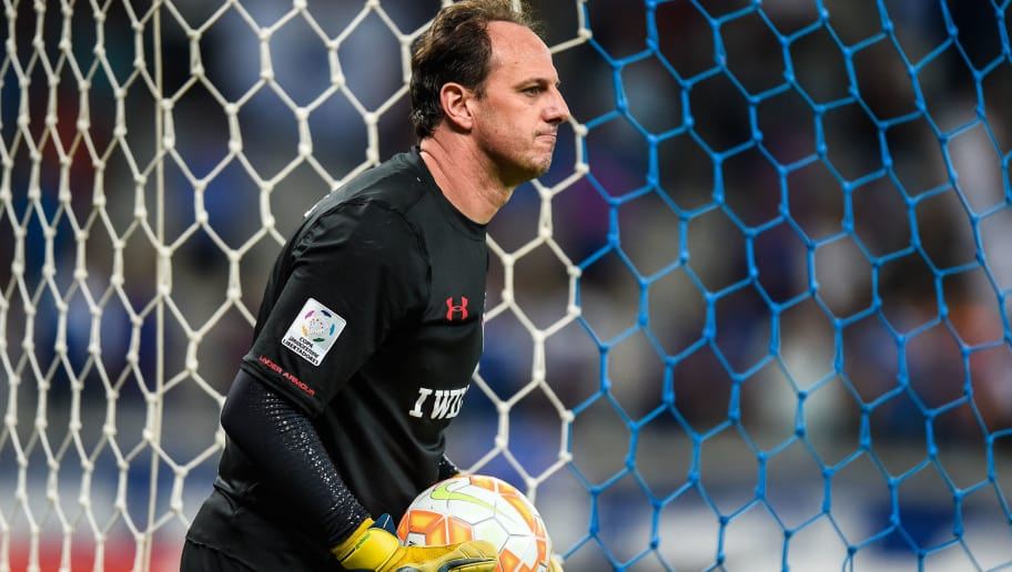 BELO HORIZONTE, BRAZIL - MAY 13: Rogerio Ceni #1 of Sao Paulo in a match between Cruzeiro and Sao Paulo as part of Copa Bridgestone Libertadores 2015 at Mineirao stadium on May 13, 2015 in Belo Horizonte, Brazil. (Photo by Pedro Vilela/Getty Images)