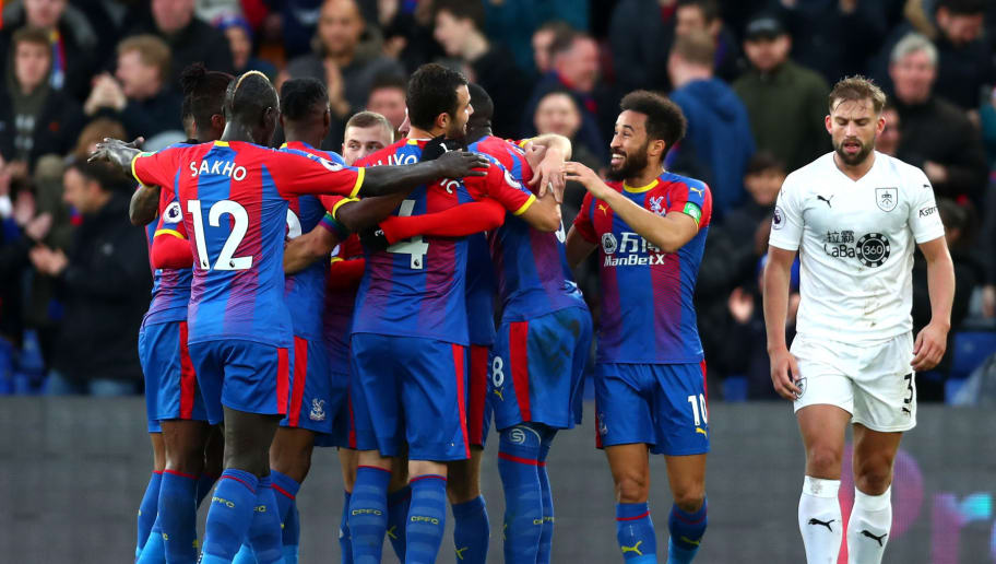 LONDON, ENGLAND - DECEMBER 01:  James McArthur of Crystal Palace celebrates with teammates after scoring his team's first goal during the Premier League match between Crystal Palace and Burnley FC at Selhurst Park on December 1, 2018 in London, United Kingdom.  (Photo by Clive Rose/Getty Images)