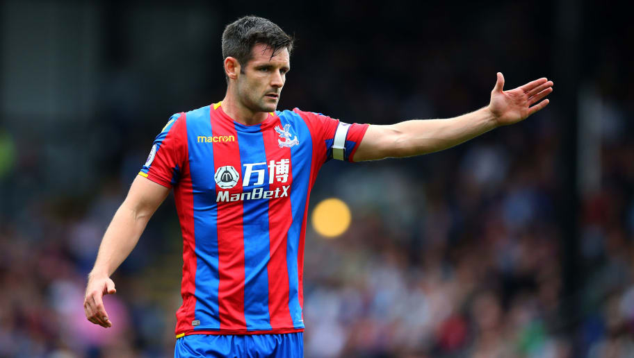 LONDON, ENGLAND - OCTOBER 14: Scott Dann of Crystal Palace during the Premier League match between Crystal Palace and Chelsea at Selhurst Park on October 14, 2017 in London, England. (Photo by Catherine Ivill - AMA/Getty Images)