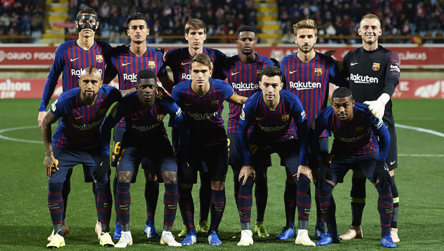 LEON, SPAIN - OCTOBER 31:  FC Barcelona 'nline up for a team photo prior to the Spanish Copa del Rey match between Cultura Leonesa and FC Barcelona at Estadio Reino de Leon on October 31, 2018 in Leon, Spain.  (Photo by Juan Manuel Serrano Arce/Getty Images)