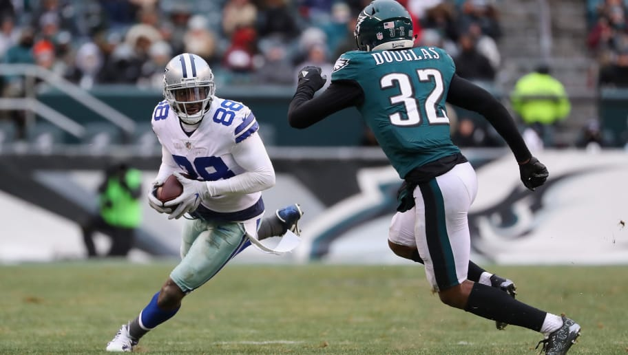 PHILADELPHIA, PA - DECEMBER 31:  Wide receiver Dez Bryant #88 of the Dallas Cowboys runs the ball against cornerback Rasul Douglas #32 of the Philadelphia Eagles during the second half of the game at Lincoln Financial Field on December 31, 2017 in Philadelphia, Pennsylvania. The Dallas Cowboys won 6-0.  (Photo by Elsa/Getty Images)