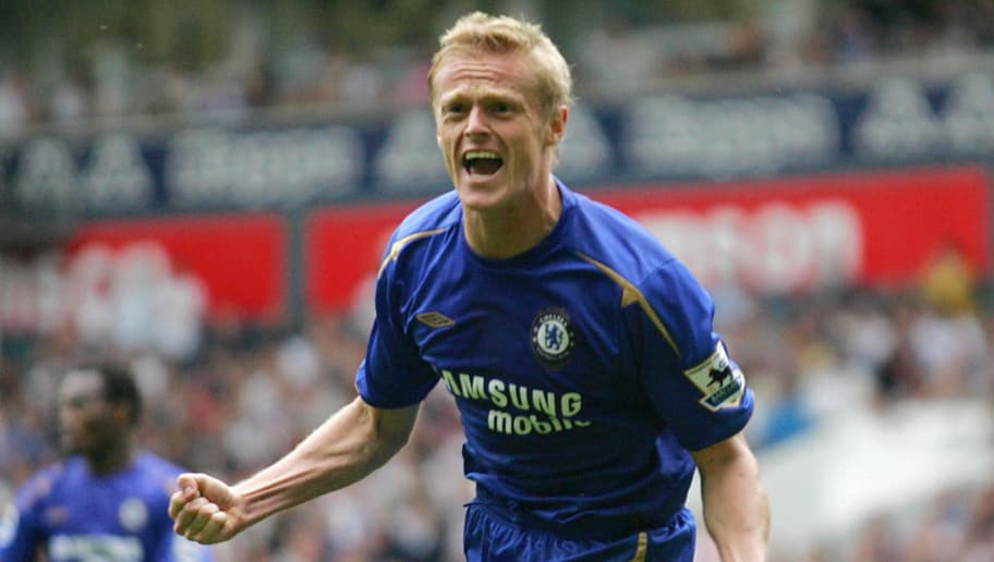 Damien Duff  of Chelsea celebrates his g