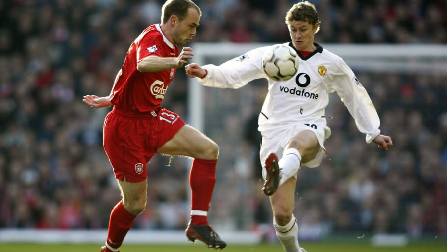 Danny Murphy of Liverpool and Ole Gunnar Solskjaer of Manchester United