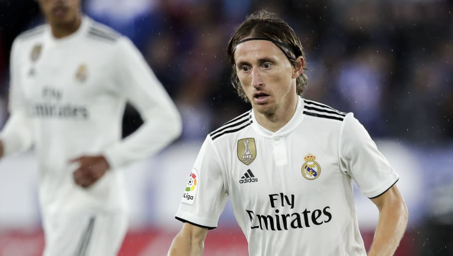 VITORIA GASTEIZ, SPAIN - OCTOBER 6: Luka Modric of Real Madrid during the La Liga Santander  match between Deportivo Alaves v Real Madrid at the Estadio de Mendizorroza on October 6, 2018 in Vitoria Gasteiz Spain (Photo by David S. Bustamante/Soccrates/Getty Images)
