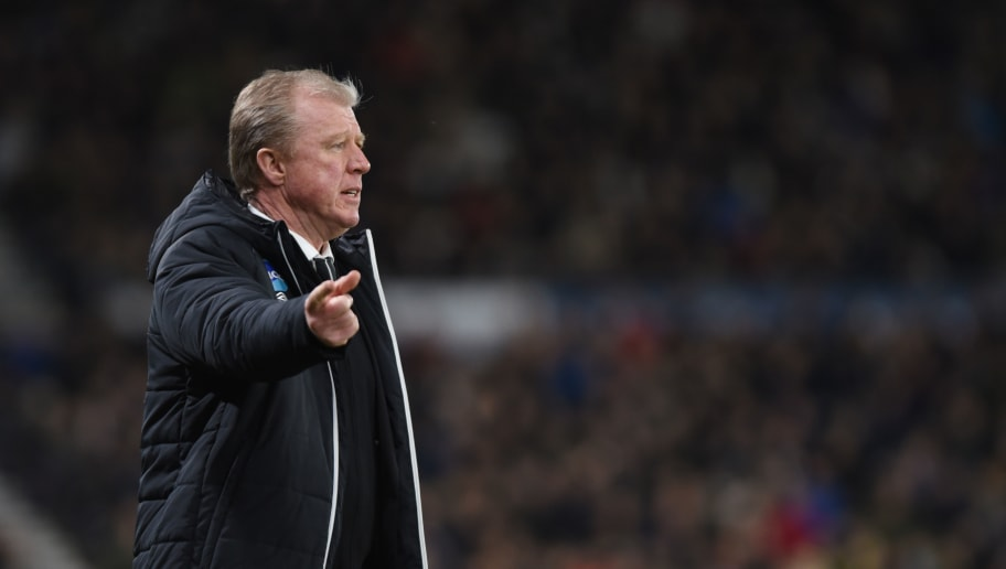 DERBY, ENGLAND- FEBRUARY 21: Steve McClaren manager of Derby County looks on during the Sky Bet Championship match between Derby County and Burton Albion at the iPro Stadium on February 21, 2017 in Derby, England (Photo by Nathan Stirk/Getty Images).