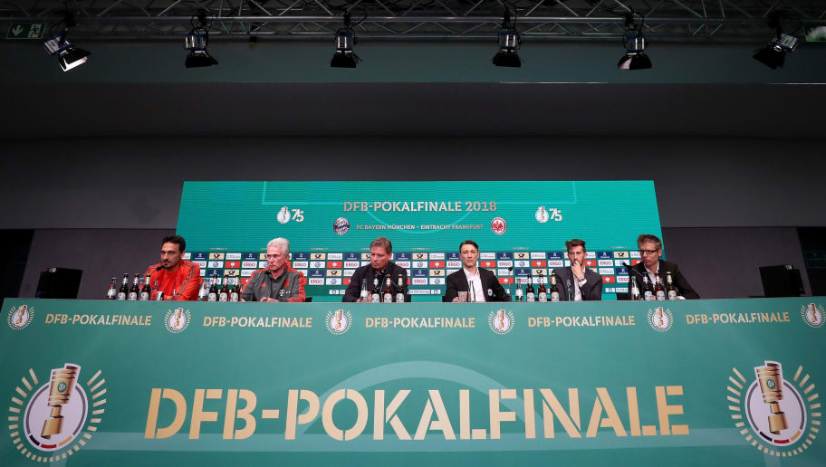BERLIN, GERMANY - MAY 18:  Team captain of FC Bayern Muenchen Mats Hummels, Head coach of Bayern Muenchen Josef Heynckes, DFB press officer Jens Grittner, head coach of Eintracht Frankfurt Niko Kovac and team captain of Eintracht Frankfurt David Abraham (L-R) talk to the media during the DFB Cup Final 2018 press conference at Olympiastadion on May 18, 2018 in Berlin, Germany.  (Photo by Lars Baron/Bongarts/Getty Images)