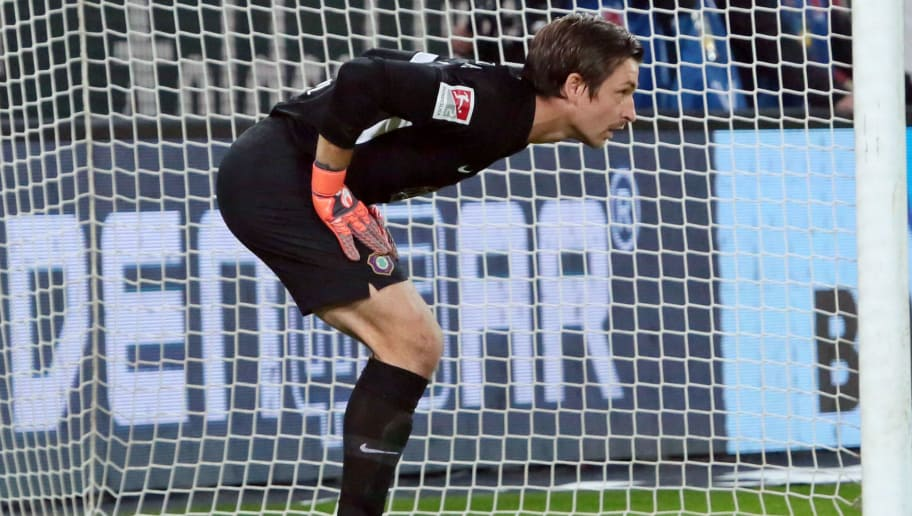 DRESDEN, GERMANY - OCTOBER 19: Goalkeeper Martin Maennel of Erzgebirge Aue looks on during the second Bundesliga match between Dynamo Dresden and Erzgebirge Aue on October 19, 2018 in Dresden, Germany. (Photo by TF-Images/Getty Images)