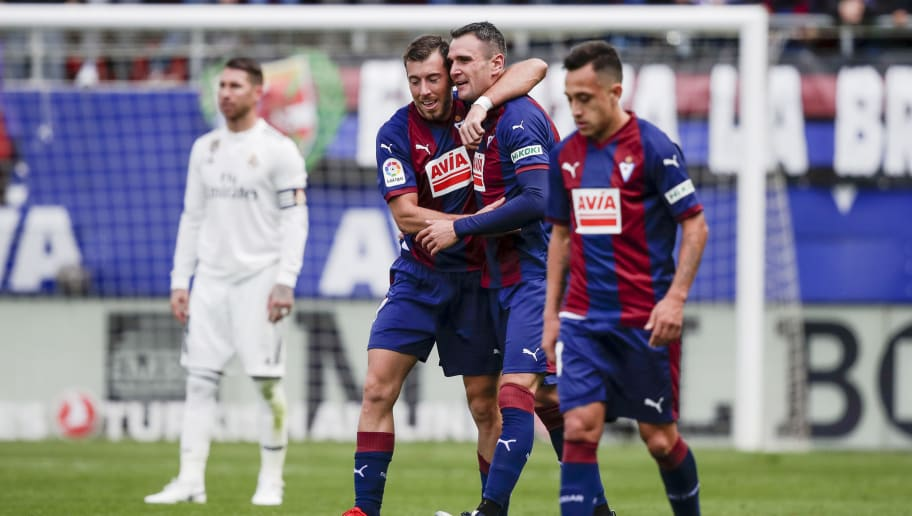 EIBAR, SPAIN - NOVEMBER 24: Sergio Ramos of Real Madrid, Sergi Enrich of SD Eibar, Kike of SD Eibar, Fabian Orellana of SD Eibar during the La Liga Santander  match between Eibar v Real Madrid at the Estadio Municipal de Ipurua on November 24, 2018 in Eibar Spain (Photo by David S. Bustamante/Soccrates/Getty Images)