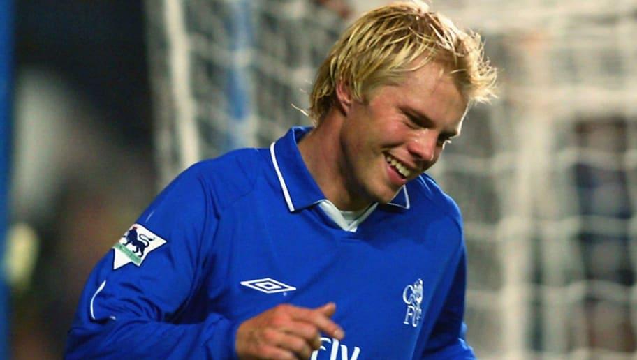 Eidur Gudjohnsen of Chelsea celebrates