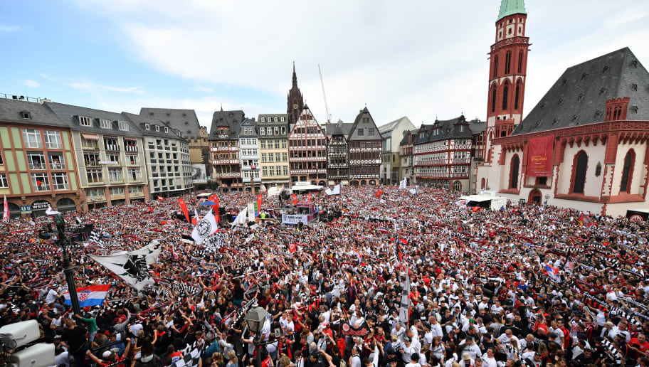 FRANKFURT AM MAIN, GERMANY - MAY 20: Supporters of Eintracht Frankfurt wait at city hall 'Roemer' for their team to celebrate winning the DFB Cup on May 20, 2018 in Frankfurt am Main, Germany. (Photo by Sebastian Widmann/Bongarts/Getty Images)