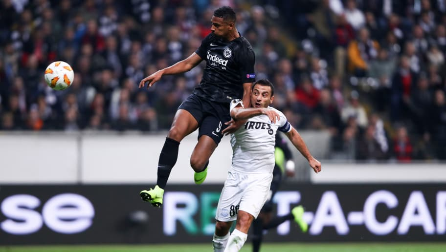 FRANKFURT AM MAIN, GERMANY - OCTOBER 25:  Sébastien Haller of Eintracht Frankfurt scores his sides second goal under pressure from Georgios Vasiliou of Apollon Limassol  during the UEFA Europa League Group H match between Eintracht Frankfurt and Apollon Limassol at Commerzbank-Arena on October 25, 2018 in Frankfurt am Main, Germany.  (Photo by Alex Grimm/Bongarts/Getty Images)