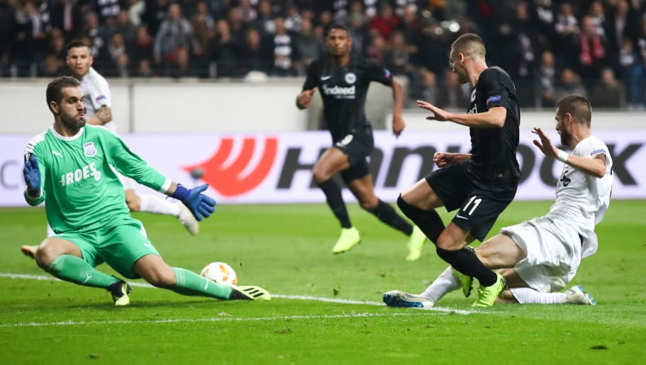 FRANKFURT AM MAIN, GERMANY - OCTOBER 25:  Mijat Gacinovic of Frankfurt passes the ball past goalkeeper Bruno Vale of Limassol during the Europa League Group H match between Eintracht Frankfurt and Apollon Limassol at Commerzbank-Arena on October 25, 2018 in Frankfurt am Main, Germany. (Photo by Alex Grimm/Bongarts/Getty Images)