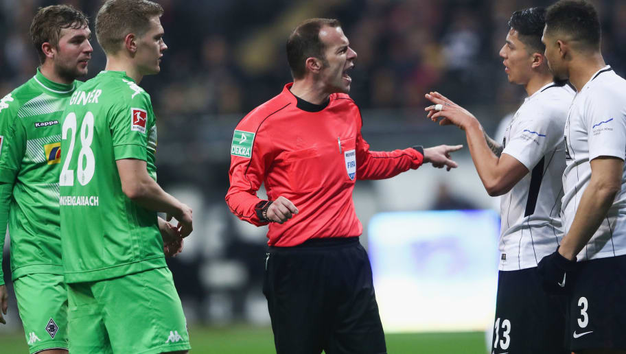 FRANKFURT AM MAIN, GERMANY - JANUARY 26: Referee Marco Fritz discusses with Christoph Kramer, Matthias Ginter of Moenchengladbach, Carlos Salcedo and Simon Falette (L-RE) of Frankfurt during the Bundesliga match between Eintracht Frankfurt and Borussia Moenchengladbach at Commerzbank-Arena on January 26, 2018 in Frankfurt am Main, Germany.  (Photo by Alex Grimm/Bongarts/Getty Images)