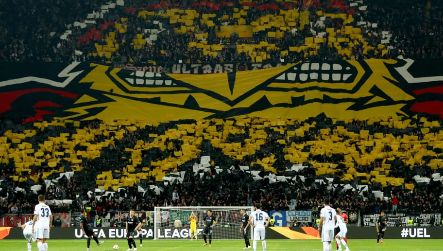FRANKFURT AM MAIN, GERMANY - OCTOBER 04: Sebastian Haller of Frankfurt kicks off the game during the UEFA Europa League Group H match between Eintracht Frankfurt and SS Lazio at Commerzbank-Arena on October 4, 2018 in Frankfurt am Main, Germany.  (Photo by Lars Baron/Getty Images)