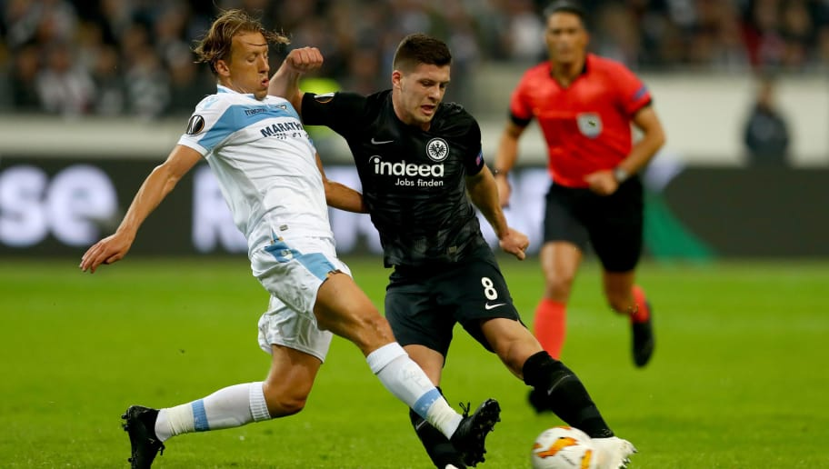 FRANKFURT AM MAIN, GERMANY - OCTOBER 04: Lucas Leiva of Lazio challenges Luca Jovic of Frankfurt during the UEFA Europa League Group H match between Eintracht Frankfurt and SS Lazio at Commerzbank-Arena on October 4, 2018 in Frankfurt am Main, Germany.  (Photo by Lars Baron/Getty Images)