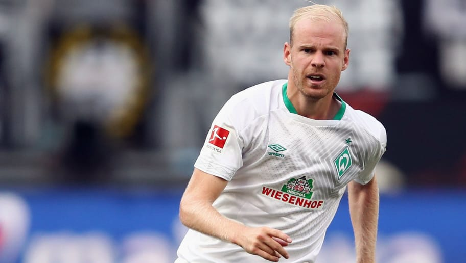 FRANKFURT AM MAIN, GERMANY - SEPTEMBER 01: Davy Klaassen of Bremen controls the ball of Frankfurt controls the ball during the Bundesliga match between Eintracht Frankfurt and SV Werder Bremen at Commerzbank-Arena on September 1, 2018 in Frankfurt am Main, Germany.  (Photo by Alex Grimm/Bongarts/Getty Images)