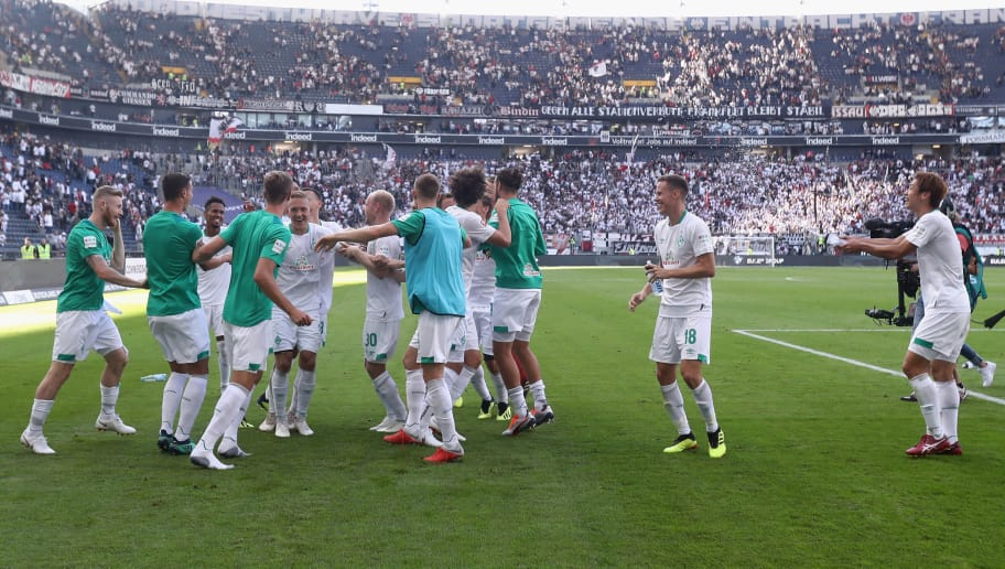 FRANKFURT AM MAIN, GERMANY - SEPTEMBER 01:  Players of Bremen celebrate after the Bundesliga match between Eintracht Frankfurt and SV Werder Bremen at Commerzbank-Arena on September 1, 2018 in Frankfurt am Main, Germany.  (Photo by Alex Grimm/Bongarts/Getty Images)