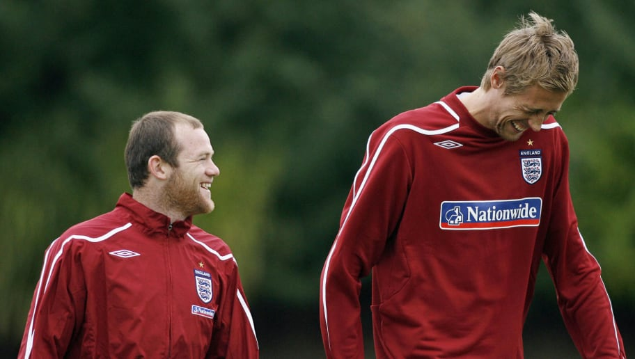 England strikers Wayne Rooney (L) and Pe
