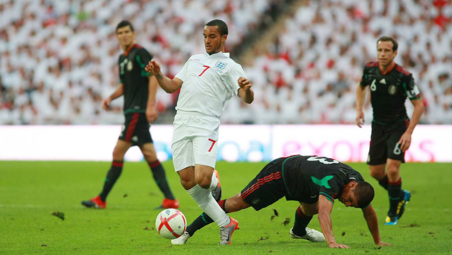 LONDON, ENGLAND - MAY 24:  Theo Walcott (L) of England fights for the ball with Carlos Salcido (R) of Mexico during a friendly match as part of their preparation for the FIFA 2010 South Africa World Cup at Wembley Stadium on May 24, 2010 in London, England. (Photo by Francisco Estrada/LatinContent/Getty Images)