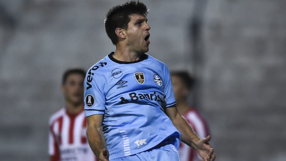 QUILMES, ARGENTINA - AUGUST 07: Walter Kannemann of Gremio celebrates after scoring the first goal of his team during a round of sixteen first leg match between Estudiantes de La Plata and Gremio as part of Copa CONMEBOL Libertadores 2018 at Centenario Ciudad de Quilmes Stadium on August 7, 2018 in Quilmes, Argentina.  (Photo by Marcelo Endelli/Getty Images)