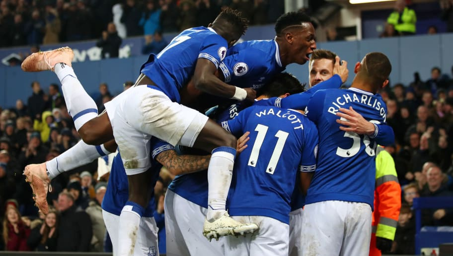 LIVERPOOL, ENGLAND - NOVEMBER 24:  Gylfi Sigurdsson of Everton celebrates with teammates after scoring his team's first goal during the Premier League match between Everton FC and Cardiff City at Goodison Park on November 24, 2018 in Liverpool, United Kingdom.  (Photo by Clive Brunskill/Getty Images)