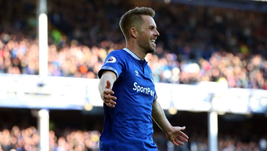 LIVERPOOL, ENGLAND - SEPTEMBER 29:  Gylfi Sigurdsson of Everton celebrates scoring his sides third goal and his second during the Premier League match between Everton FC and Fulham FC at Goodison Park on September 29, 2018 in Liverpool, United Kingdom.  (Photo by Alex Livesey/Getty Images)